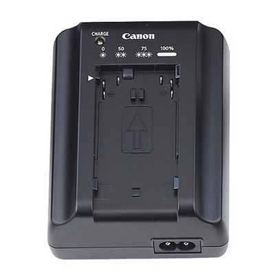 Das Canon CG-930/940 wird als Ladegerät für den Akku dazu geliefert.